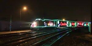 Video de natal com trem decorado com luzes natalinas, confira!