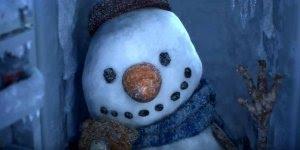 Video de natal infantil, veja que fofo esse boneco de neve criando vida!