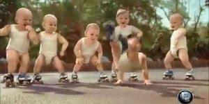 Veja bebês dançando a música Sexta-Feira Sua Linda, muito divertido!