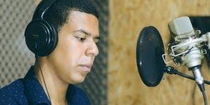Linda musica na voz de Leandro Rocha Diante da cruz, vale a pena conferir!!!