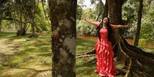 Vídeo com lindo clipe da musica Terra de Deus de Renilda Maria, confira!!!