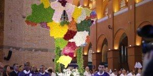 Dia de Nossa Senhora Aparecida, entrada da Padroeira no dia 12 de Outubro!
