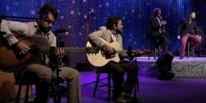 Trecho da música Casino Boulevard da banda Rosa de Saron-Part. Pe Fábio de Melo!