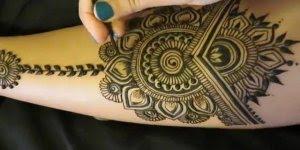 Pintura com Henna na pele, uma verdadeira obra de arte, você precisa ver!