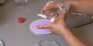 Aprenda a fazer uma taça com garrafa pet e EVA, muito legal!