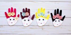 Atividade escolar para o dia das mães, um cartão com a mão!