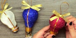 Bolas de árvore de natal feitas com lâmpadas, que ideia incrível!