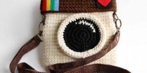 Bolsas e Carteiras feitas com fio de malha, com temas de câmeras de tirar fotos!