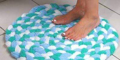 Vídeo com tutorial de como fazer tapete com toalha velha, muito legal!!!
