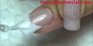 Aplicação de unhas em gel com molde, olha só que legal a forma que é feita!!!