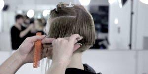 Como cortar cabelo curto por partes, o resultado é lindo, confira!