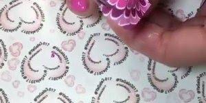 Decoração de unhas para os pés, desenhos também nas pontas dos pés!