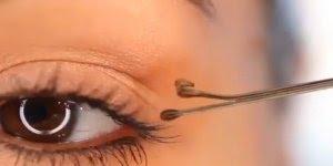 Delineando seus olhos com grampo de cabelo, uma dica muito útil!