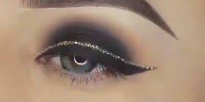 Maquiagem com sombra preta, e delineado com traço dourado!!!