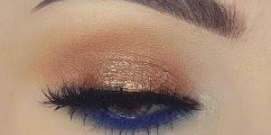 Olhos bem marcados com lápis azul na linha dágua, e sombra marrom cintilante!!!