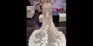 Para tudo! Todas as noivas de plantão veja só este vestido!!!