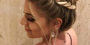 Penteado com coque trança e topete, olha só que perfeito, muito lindo!!!