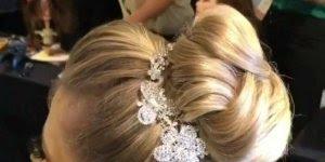 Penteado para noiva, olha só que lindo coque com topete, maravilhoso!!!