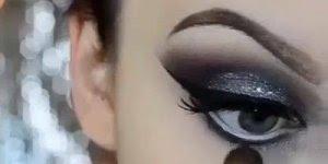 Sombra preta com brilho para um olhar marcante, o resultado é lindo!