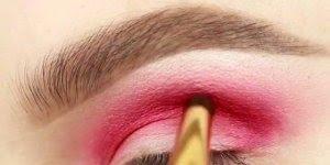 Sombra vermelha para mulheres que amam maquiagem e gostam de ousar!!!