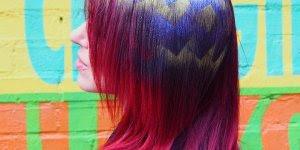 Tatuagem de Glitter para cabelos, olha só que lindo esta ideia!!!