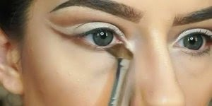 Tutorial de maquiagem com olhos marcantes, olha só que perfeita!!!