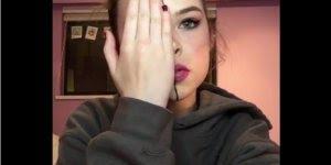 Tutorial de maquiagem na metade do rosto, veja e aprenda com ela!