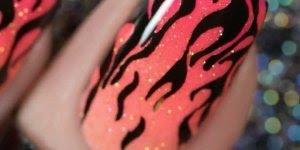 Tutorial de unhas decoradas com desenhos de chamas, confira!!!