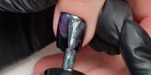 Unha feita com esmalte magnético que muda de cor, da só uma olhada que legal!!!