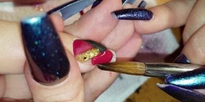 Unha sendo feita com acrigel, olha só que perfeição os detalhes!!!