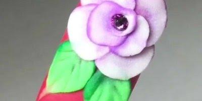 Unhas decoradas com flor em 3D, que maravilha de decoração!