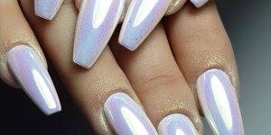 Unhas maravilhosas com aplicação de pó cromado, olha só que perfeição!!!