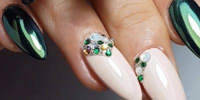 Unhas na cor verde metálico, verde com Glitter, e rosa claro!!!