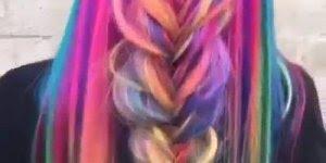 Veja só esse tutorial de cabelos coloridos, eu achei lindo, e você?