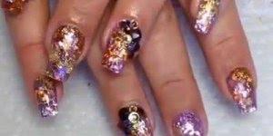 Vídeo com unhas de unhas com muito brilho, olha só que lindas!!!