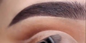 Vídeo com várias inspirações de maquiagens para os olhos com sombras brilhantes!