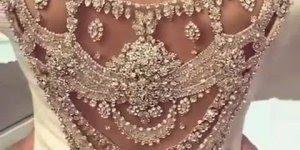 Vídeo com vestido de noiva mais lindo que você já viu, simplesmente maravilhoso!