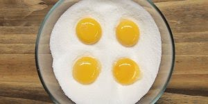 Aprenda a fazer gema de ovo curada, para comer com pães e torradas!