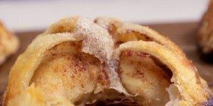 Aprenda a fazer maçãs assadas, elas podem ser acompanhadas com sorvetes!