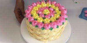 Bolo confeitado com cesta de rosas, olha só que coisa mais linda!!!