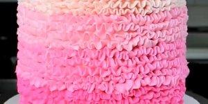 Bolo Pink com confete no meio, o mais lindo que você verá hoje!