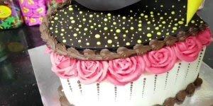 Linda decoração de bolo com corações, que diferente e maravilhoso!