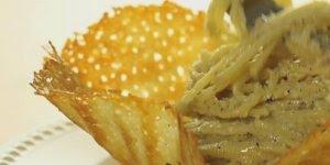 Massa de queijo com bowl de parmesão, perfeito para servir com espaguetes!