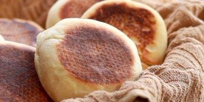 Pão de frigideira, o resultado fica muito parecido com os assados!