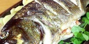 Peixe assado, veja como é fácil preparar um desse para sua família!