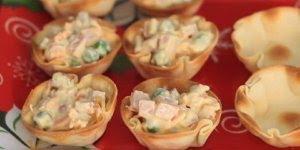 Receita de cestinha de pastel recheadas com tender, ideal para servir no Natal!