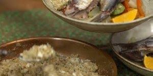 Sardinha no vapor com legumes e farofa de banana, delicioso!