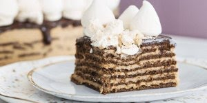 Torta de Doce de leite com biscoitos molhados no café, que delicia!